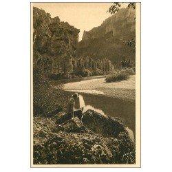 carte postale ancienne 48 GORGES DU TARN. Les Détroits. Personnage entrée du Cirque des Baumes