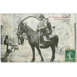 carte postale ancienne 48 LA LOZERE. Paysan et Paysanne à Cheval