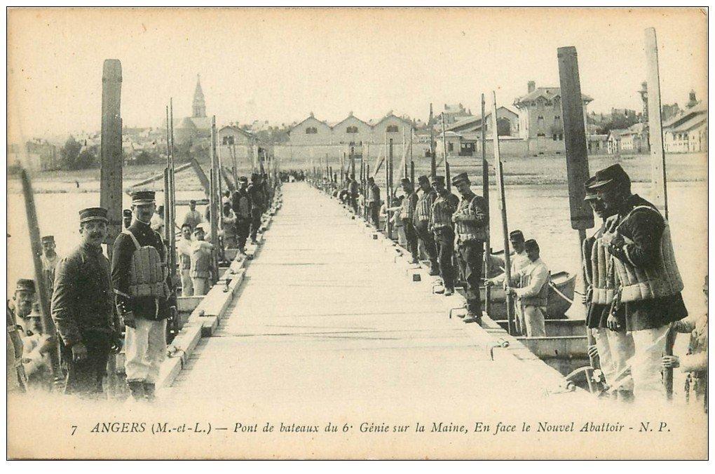 carte postale ancienne 49 ANGERS. Pont de bateaux par le 6° Génie. Le Nouvel Abattoir. Militaires et Régiments