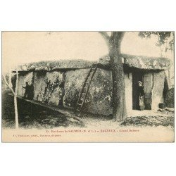 carte postale ancienne 49 BAGNEUX. Grand Dolmen