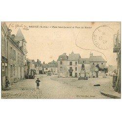 carte postale ancienne 49 BAUGE. Place Saint-Laurent et du Marché 1920