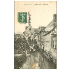 carte postale ancienne 49 BEHUARD. L'Eglise pendant l'inondation 1911
