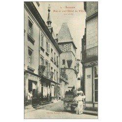 carte postale ancienne 49 SAUMUR. Rue et Vieil Hôtel de Ville. Livraison attelage âne 1909
