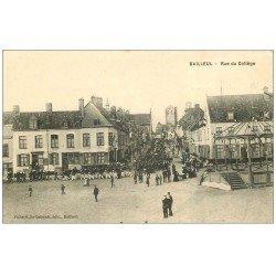 carte postale ancienne 59 BAILLEUL. Rue du Collège 1915 défilé Fanfare Militaire et Kiosque à Musiques