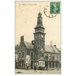 carte postale ancienne 59 BAVAY. Hôtel de Ville animation vers 1910