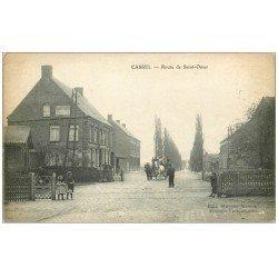 carte postale ancienne 59 CASSEL. Attelage Route de Saint-Omer Passage à niveau