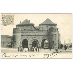 carte postale ancienne 59 DOUAI. La Porte Notre-Dame 1903 animée