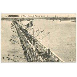 carte postale ancienne 59 DUNKERQUE. Concours de Pêche au Carreau ou Carrelet 1915. Pêcheurs sur la Jetée