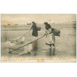 carte postale ancienne 59 MALO-LES-BAINS. Pêcheuses de Crevettes 1906. Métiers de la Mer