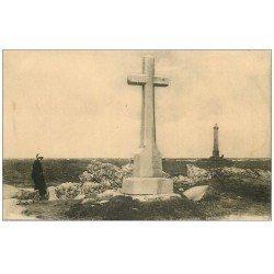 carte postale ancienne 50 AUDERVILLE-GOURY. Monument Vendémiaire et Phare de la Hague