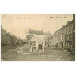 carte postale ancienne 50 BREHAL. Le Haut de la Ville Hôtel des Voyageurs 1905
