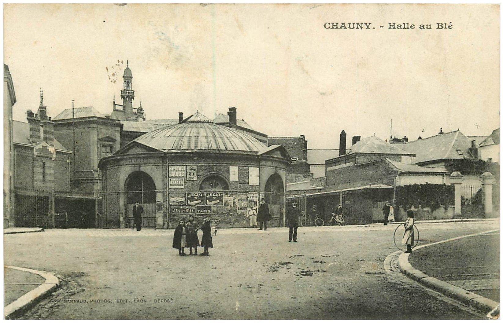 carte postale ancienne 02 CHAUNY. La Halle au Blé vers 1918