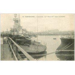 carte postale ancienne 50 CHERBOURG. Arsenal. Navire de Guerre Henri IV dans un Bassin