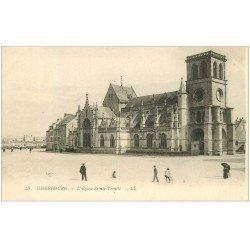 carte postale ancienne 50 CHERBOURG. Eglise Sainte-Trinité avec personnages
