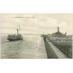 carte postale ancienne 50 CHERBOURG. Grande Jetée avec Steamer