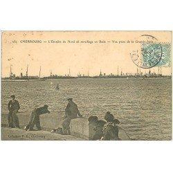 carte postale ancienne 50 CHERBOURG. L'Escadre du Nord au mouillage en Rade 1905 et Grande Jetée