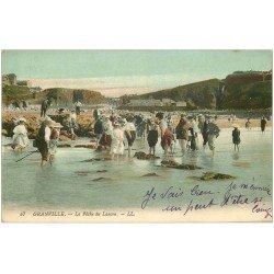 carte postale ancienne 50 GRANVILLE. La Pêche du Lançon 1914. Fine plissure et détaché d'un album