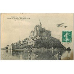carte postale ancienne 50 LE MONT SAINT-MICHEL. Pêcheurs de Coquillages et Forest sur Aéroplane bipla Voisin 1910