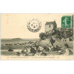 carte postale ancienne 50 LE MONT SAINT-MICHEL. Tombelaine Chapelle Saint-Aubert. Pêcheur de crustacés 1912