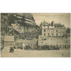 carte postale ancienne 50 LE MONT SAINT-MICHEL. Transports arrivée des Touristes en voitures et Hôtel Poulard