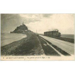 carte postale ancienne 50 LE MONT SAINT-MICHEL. Transports Train sur la Digue 1913