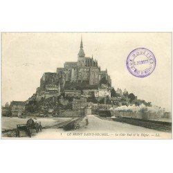 carte postale ancienne 50 LE MONT SAINT-MICHEL. Transports Train sur la Digue 1914