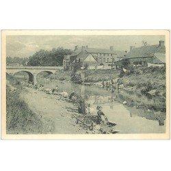 carte postale ancienne 50 PONTORSON. Le Pont et Lavandières Laveuses sur Couësnon