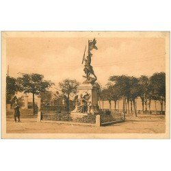carte postale ancienne 50 SAINT-LO. Place Beaux-Regards Monument aux Morts