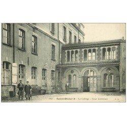 carte postale ancienne 52 SAINT-DIZIER. Cour du Collège. Concierge, Gardien et Homme de service