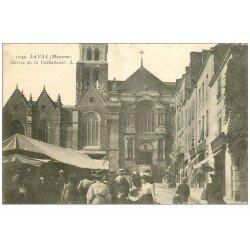 carte postale ancienne 53 LAVAL. Entrée de la Cathédrale et Marché