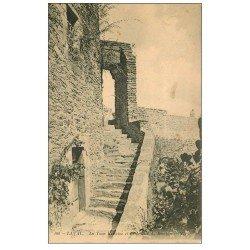 carte postale ancienne 53 LAVAL. Escaliers du Donjon Tour Renaise