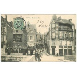 carte postale ancienne 53 LAVAL. La Grande Rue 1907. librairie Goupil et Café Armand