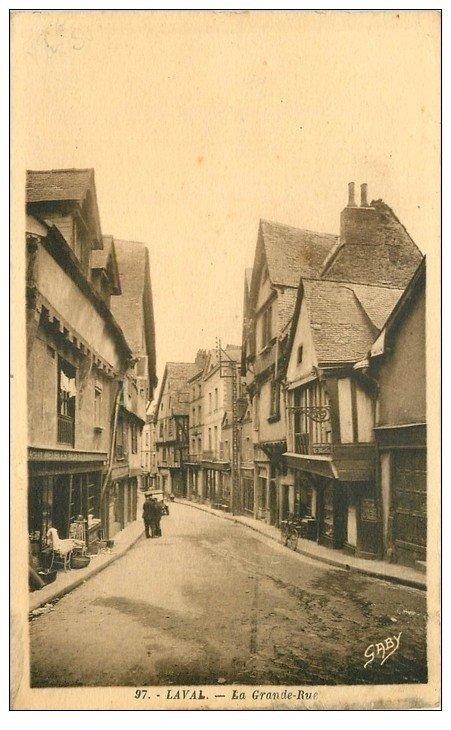 carte postale ancienne 53 LAVAL. La Grande Rue avec Tabac