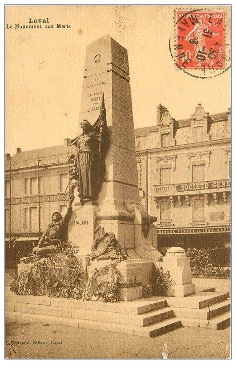 carte postale ancienne 53 LAVAL. Monument aux Morts 1923 et Banque Société Générale