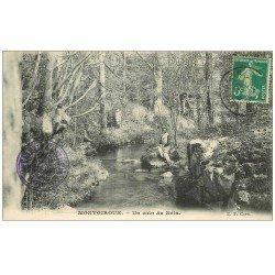 carte postale ancienne 53 MONTGIROUX. Personnages sur un coin du Bois 1916