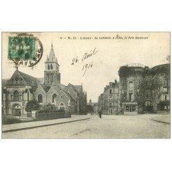 carte postale ancienne 53 VIEUX LAVAL. Cathédrale, Palais et Porte Beucheresse 1916