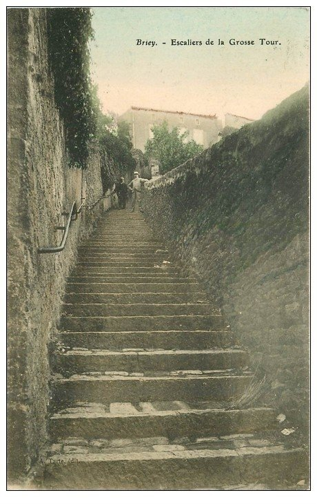 carte postale ancienne 54 BRIEY. Escaliers de la Grosse Tour en couleur