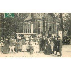 carte postale ancienne 54 NANCY. Devant le Marchand de Gaufres 1908