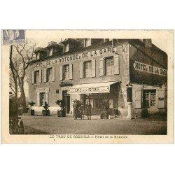 carte postale ancienne 12 LE TROU DE BOZOULS. Hôtel de la Rotonde 1938. Café Restaurant et Pompe à Essence