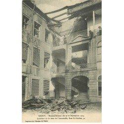 carte postale ancienne 54 NANCY. Bombardement Cour Immeuble rue Saint-Nicolas animation aux étages