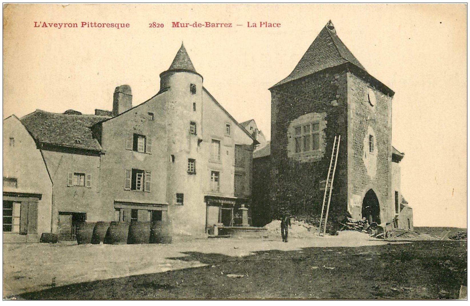 carte postale ancienne 12 MUR-DE-BARREZ. La Place 1927 ouvrier maçon