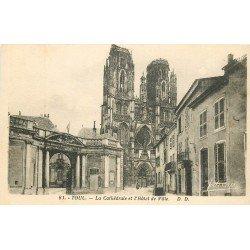 carte postale ancienne 54 TOUL. Hôtel de Ville et Cathédrale
