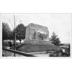 carte postale ancienne 12 RODEZ. Monument François Fabié. Carte photo émaillographie. Un Laboureur et Boeuf