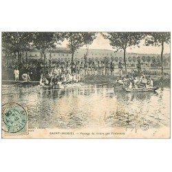carte postale ancienne 55 SAINT-MIHIEL. Passage de Rivière par l'Infanterie 1906