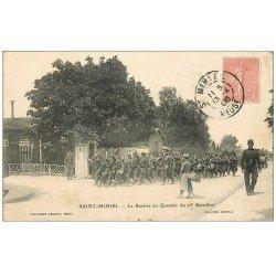 carte postale ancienne 55 SAINT-MIHIEL. Rentrée au Quartier du 25° Bataillon 1906 avec Fanfare