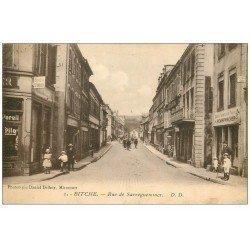 carte postale ancienne 57 BITCHE. Rue de Sarreguemines 1923. Benzin Station et Tabac