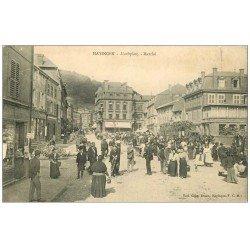 carte postale ancienne 57 HAYANGE HAYINGEN. Marché Markplatz magasin de Cartes Postales à gauche
