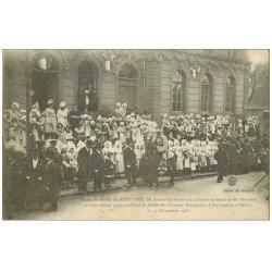 carte postale ancienne 57 MONTIGNY. Lorraines devant la Mairie pour le Défilé des Troupes Françaises 1918