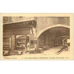 carte postale ancienne 12 VILLEFRANCHE-DE-ROUERGUE. Arcades du Consulat au Bon Marché
