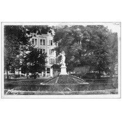 carte postale ancienne 57 THIONVILLE. La Nymphe. Carte Photo bords dentelés